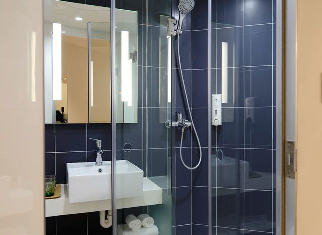 How to Choose Right the Shower Glass Door for Your Bathroom under Budget